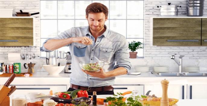 Đảm bảo thực đơn hàng ngày đầy đủ rau xanh, hoa quả, bổ sung chất xơ, hạn chế chất béo, tinh bột, thức ăn ngọt, cay nóng