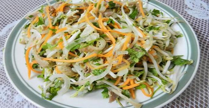 Salad rau cần và gà xé