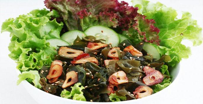 Salad rau trộn với rong biển