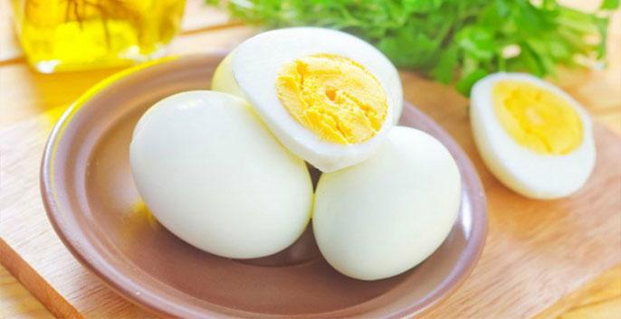 2 trứng gà luộc, 1 củ cà rốt luộc