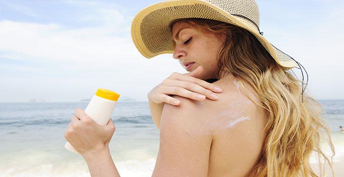 Sử dụng kem chống nắng để bảo vệ da