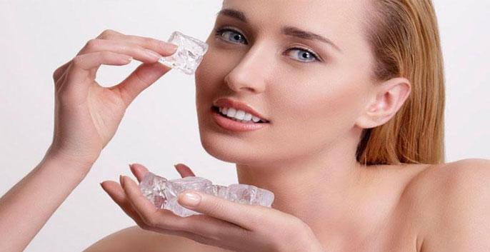 Nước đá cải thiện tình trạng lưu thông máu dưới vùng da bị mụn