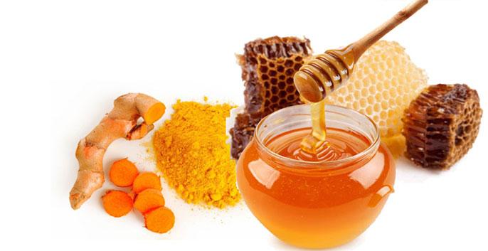 Nghệ tươi có rất nhiều vitamin E giúp tẩy tế bào chết, kháng khuẩn, giảm thâm và tái tạo da mới