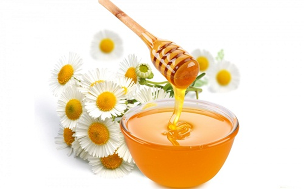 Triệt lông bằng mật ong và trà hoa cúc tại nhà