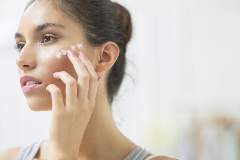 Salicylic acid hỗ trợ điều trị giúp mụn đầu trắng nhanh hết và không tái phát