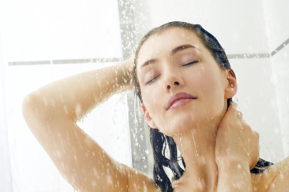 Nên tắm nước ấm trước khi ngủ khoảng 2 tiếng